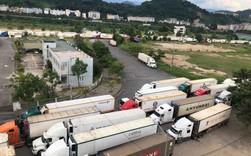 Trung Quốc siết thông quan, 500 xe container thanh long ách tắc tại cửa khẩu Lào Cai