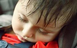 5 kỹ năng thoát hiểm cần thiết cho bé nếu bị bỏ quên trên ô tô