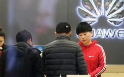 """Người Trung Quốc đổ xô mua điện thoại Huawei vì """"yêu nước"""""""