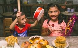 """Cùng các gia đình tại Hà Nội tái hiện đêm Trung thu đậm chất truyền thống, tự phá cỗ, làm đèn, """"nếm"""" những dư vị đã lâu người thành thị không còn nhớ"""
