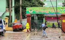 Hà Nội: Ô tô lao thẳng vào cổng trường mầm non, húc đổ hàng rào sắt