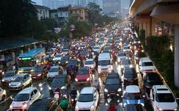 """Hà Nội: Nhiều tuyến đường tắc cứng, người dân """"vật vã"""" về nhà trong cơn mưa tầm tã do ảnh hưởng của bão số 7"""