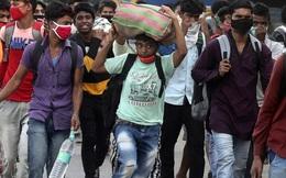 """Người Ấn Độ tất bật đi làm trở lại vì nỗi lo """"cơm áo gạo tiền"""""""