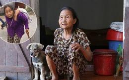 """Gặp cụ bà lưng còng """"cõng"""" bao quần áo, mì tôm ủng hộ người dân miền Trung: """"Hơn 200.000 đồng/tháng tôi ăn tiêu xả láng, giúp được phần nào hay phần đó"""""""