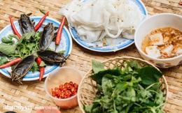 """Bánh cuốn cà cuống: Món ăn tưởng đã thất truyền, nào ngờ vẫn được người phụ nữ 30 năm bán trên phố Nguyễn Khuyến gìn giữ, ai ăn thử một lần """"nghiện"""" đến khó quên"""