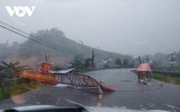 Bão số 9 vào bờ, hàng trăm ngôi nhà bị tốc mái, nhiều nơi mất điện