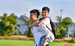 Trường ĐH Y Thái Bình sẵn sàng miễn học phí cho cậu bé 10 năm cõng bạn đến trường