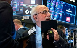 Tổng thống Trump yêu cầu các quan chức ngừng đàm phán về gói kích thích, Dow Jones rớt gần 400 điểm