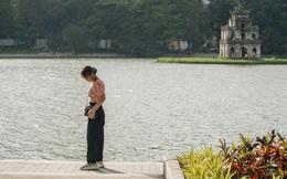 """Người Hà Nội thích thú với diện mạo mới của hồ Gươm sau 5 tháng lát """"đá vĩnh cữu"""""""
