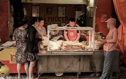 """Ghé thăm ngôi chợ cổ lâu năm trong ngõ nhỏ bên hông Phố Huế sầm uất, không chỉ có nhiều hàng ăn ngon mà còn """"sở hữu"""" tiệm giò chả gia truyền nổi danh 4 đời"""