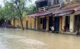 Chưa hết đau đáu do vắng khách, du lịch Hội An tiếp tục gồng mình vì lũ lụt