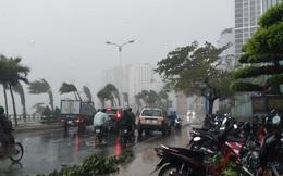 Bão đổ bộ vào Khánh Hòa, TP Nha Trang mưa to, gió lớn, nhiều nơi mất điện