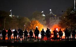 Ảnh: Bạo lực bùng phát giữa 2 phe biểu tình ủng hộ và chống ông Trump ở Washington