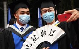 Bằng đại học xếp xó, cử nhân Trung Quốc chật vật tìm việc vì COVID-19