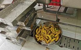 Vụ bữa ăn nghi bị cắt xén ở trường tiểu học: Cách giải quyết của hiệu trưởng gây bức xúc, phụ huynh đánh úp từ 5h sáng kiểm tra