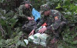 Phát hiện trinh sát chặn đường, nhóm buôn hàng vứt 4 tải chứa 100kg ma túy đá