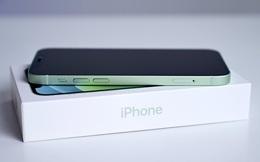 Apple có thể đang cân nhắc việc loại bỏ cáp sạc và tất cả các phụ kiện khác trong hộp iPhone