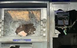 Tạm giữ đối tượng dùng búa đập máy ATM vì bị trừ tiền