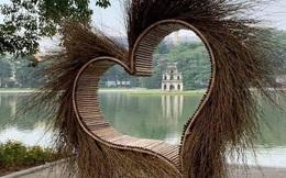 """Hà Nội tháo dỡ """"trái tim quái dị"""" bên Hồ Gươm"""