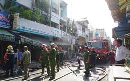 Cháy nhà sát chợ ở trung tâm TPHCM, cả khu phố náo loạn