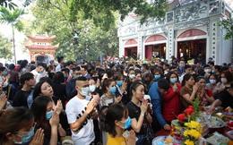 Người dân Thủ đô chen chân đi lễ Phủ Tây Hồ ngày đầu tháng 11 âm lịch