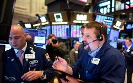Lo ngại Mỹ sẽ tái áp dụng các biện pháp phong toả, Phố Wall diễn biến trái chiều, Dow Jones rớt gần 200 điểm