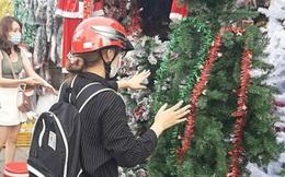 Thị trường Giáng sinh: Lượng khách giảm và mua sắm tiết kiệm hơn