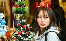 Hàng Mã rực rỡ sắc màu đón Noel