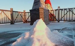"""Lạnh -9 độ C, đỉnh Fansipan xuất hiện băng giá khiến nhiều du khách xuýt xoa: """"Không uổng công bắt chuyến cáp đầu tiên để chiêm ngưỡng"""""""