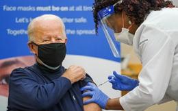 Ông Joe Biden tiêm vaccine ngừa Covid-19 nhằm khuyến khích dân Mỹ tin dùng