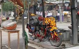 Chiếc xe máy cũ được tôn thờ như một vị thần ở Ấn Độ