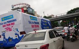 Ủy ban ATGT yêu cầu xác minh và xử lý nghiêm hành vi dán decal quảng cáo phủ kín xe bus, uy hiếp an toàn giao thông