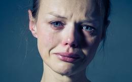 """Khi bạn khóc, nước mắt sẽ giúp tiêu diệt vi khuẩn, giảm căng thẳng và giải phóng độc tố: Đừng """"dại"""" kìm nén thứ cảm xúc """"rất đỗi con người"""" ấy"""