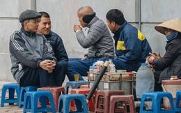 """Không khí lạnh đặc biệt mạnh tràn về, người dân Hà Nội xuýt xoa: """"Hôm qua nắng rực rỡ, nay đã cảm nhận rõ cái lạnh rồi"""""""