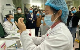 Tiêm nâng liều vắc-xin COVID-19 cho 7 người thử nghiệm