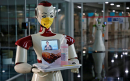 Tới bao giờ robot mới vào được quán ăn Việt pha cà phê, cuốn gỏi hay đổ bánh xèo?