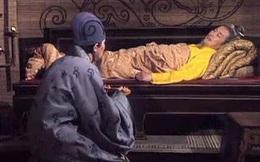 Cận kề cái chết, Lưu Bị vẫn cố gắng ám thị cho Triệu Vân, Gia Cát Lượng nghe mà toát mồ hôi hột, không nói 1 lời