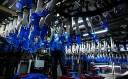 Các nhà sản xuất lớn nhất 'tê liệt' vì lệnh phong tỏa toàn quốc, cuộc 'khủng hoảng' găng tay y tế sắp xảy ra trên quy mô toàn cầu
