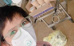 Mẹ 3 con Hà Nội nấu đồ ăn tặng các bác sĩ tuyến đầu chống dịch Covid-19, kể chuyện thay vợ ở nhà gửi quà cho chồng làm nhiệm vụ ngay trong khoa Virus - Kí sinh trùng