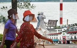 Khung cảnh khác lạ của Hà Nội thời dịch Covid-19: Những cánh cửa im phăng phắc, người dân trùm kín tập thể dục bên hồ Gươm