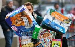Thực phẩm hết hạn chất đầy thùng rác ở Anh sau cuộc hoảng loạn tích trữ vì COVID-19