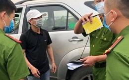 """Tài xế """"ngụy trang"""" xe chở người thân để chở khách từ Hà Nội về Quảng Ninh"""