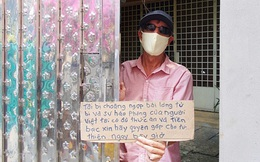 """Gặp thầy giáo Tây thất nghiệp, cầm bảng xin giúp tiền để mua thức ăn: """"Tôi choáng ngợp bởi lòng từ bi và sự hào phóng của người Việt"""""""