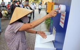 """Cận cảnh """"ATM thực phẩm miễn phí"""" dành cho người nghèo"""