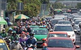 TP.HCM: Tiếp tục ngưng xe buýt, xe khách; taxi, xe hợp đồng và xe du lịch dưới 9 chỗ được chạy lại từ ngày mai (23/4)