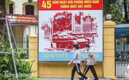 Nới lỏng 'cách ly', Hà Nội tưng bừng cờ hoa chuẩn bị đón ngày lễ lớn