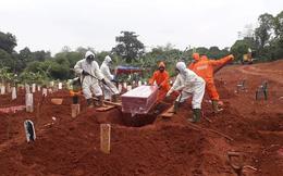 Người hành nghề đào mộ tại Indonesia 'không có thời gian để thở' vì dịch Covid-19