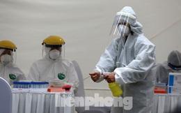 Các nhà khoa học Việt Nam nghiên cứu sản xuất vắc-xin phòng chống COVID-19