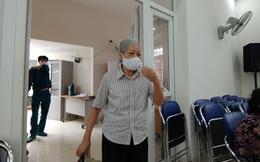 Niềm vui của dân nghèo Hà Nội nhận tiền hỗ trợ do dịch COVID-19 trong ngày đầu nghỉ Lễ