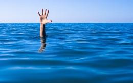 Đừng bao giờ học bơi từ những người đuối nước!